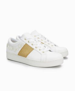 White Flower Detail Trainer
