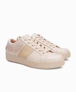 Blush lace trainer